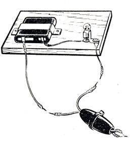 Рис. 85. Проверка правильности присоединения шнура к выключателю